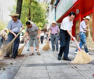 邵阳开展城区城管整治行动 代市长龚文密带头扫大街